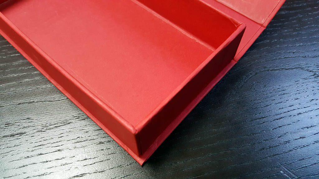 Cutie rigida pentru praline cu magnet- 4