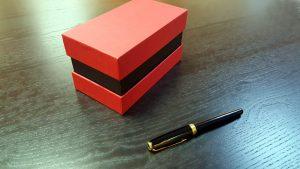 Cutii cu gat din carton rigid pentru cadouri
