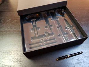 Cutie rigda cu capac pentru seturi de produse cosmetice