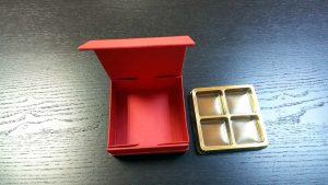 Cutie rigida cu magnet pentru 4 praline