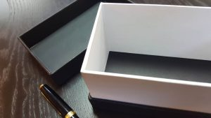 Cutii cu gat din carton dur (mucava)