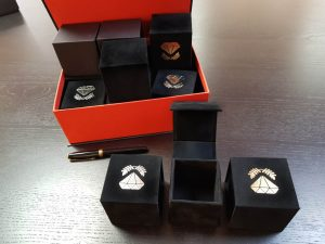 Cutie de lux pentru inele, verighete, cercei, pini, ace de cravata, pietre pretioase, pandantive, brose, diverse bijuterii,  (model 6082)